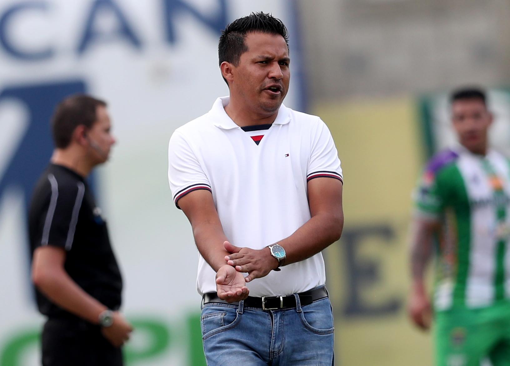 Amarini Villatoro, técnico de Guastatoya, asegura que las expulsiones de porteros en el David Cordón Hichos, han sido correctas. (Foto Prensa Libre: Francisco Sánchez).