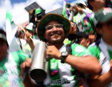 Los seguidores coloniales acompañaron a su equipo hasta el final. (Foto Prensa Libre: Carlos Vicente)