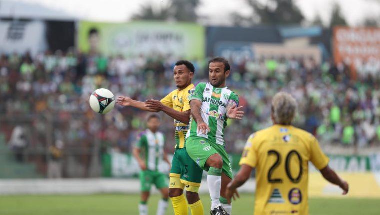 Antigua y Guastatoya buscan el boleto a la final del Clausura 2019. (Foto Prensa Libre: Carlos Vicente).