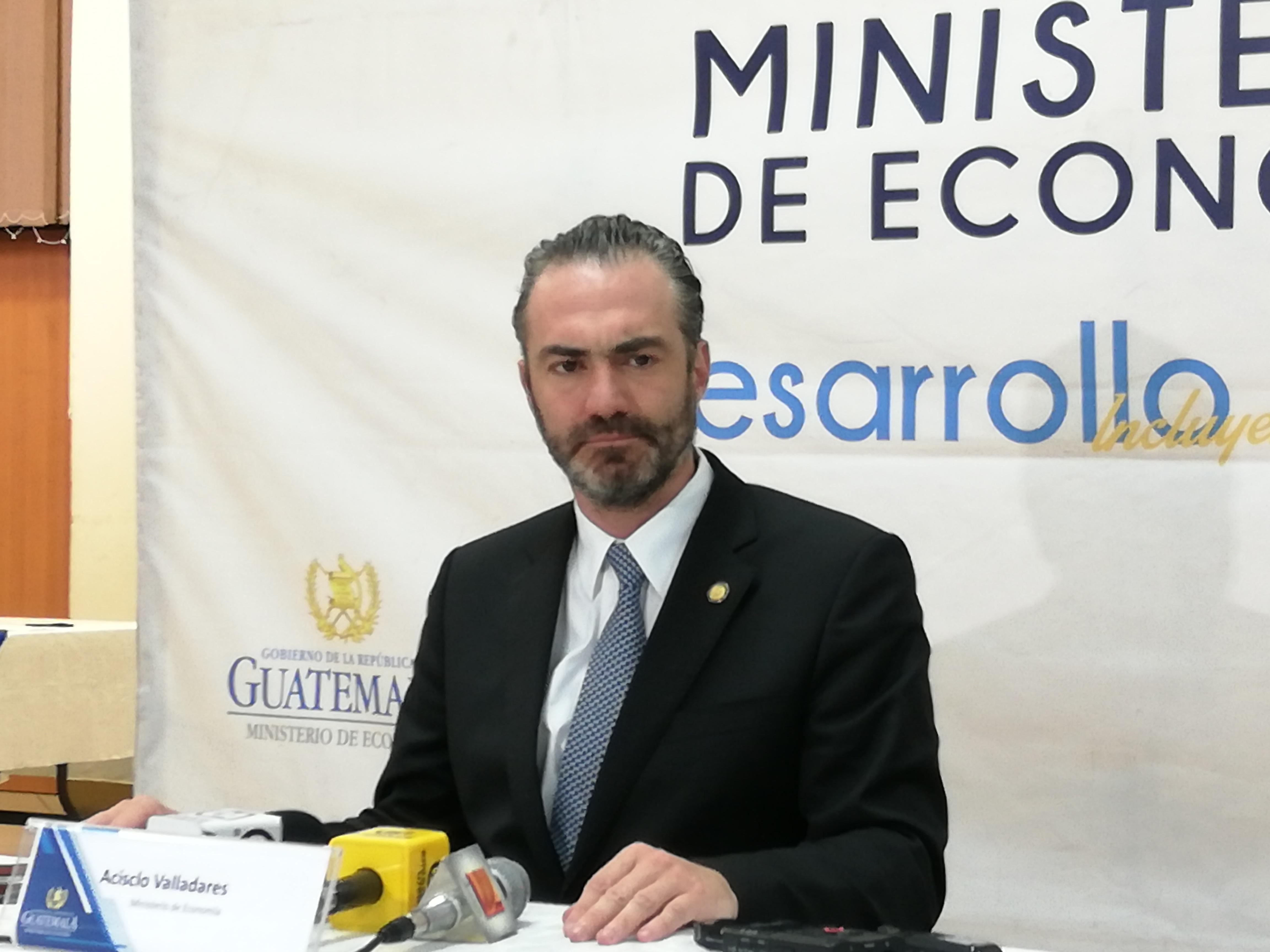 El minstro de Economía, Acisclo Valladares Urruela, fijo su postura por el antejuicio que se promovió en su contra por el Ministerio Público (MP) y la Comisión Internacional Contra la Impunidad en Guatemala (Cicig). (Foto Prensa Libre: Urías Gamarro)
