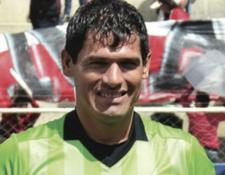 El árbitro Víctor Hugo Hurtado falleció durante un partido y ahora investigan su muerte. (Foto Prensa Libre: Redes)