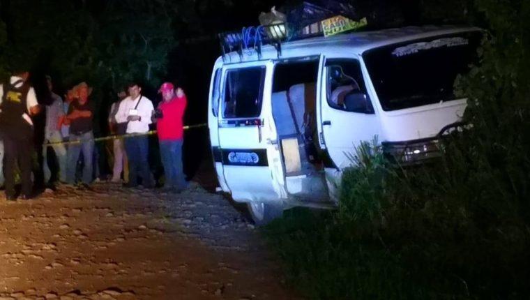 Microbús que manejaba el candidato a concejal Fredy Valenzuela cuando fue atacado  (Foto Prensa Libre: Cortesía).