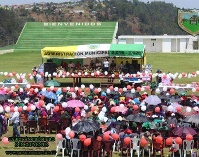 La Municipalidad de Cabricán organizó la celebración para las madres. (Foto Prensa Libre)