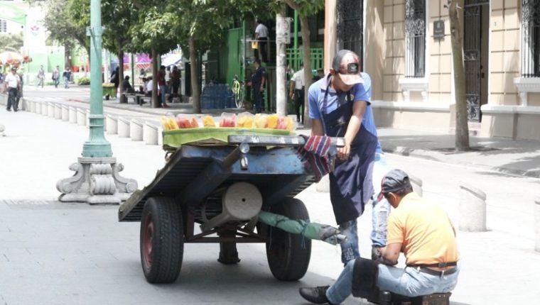 La población en edad de trabajar en Guatemala supera los 11 millones de personas, pero solo una tercera parte se ubica en la formalidad. (Foto Prensa Libre: Raúl Juárez)