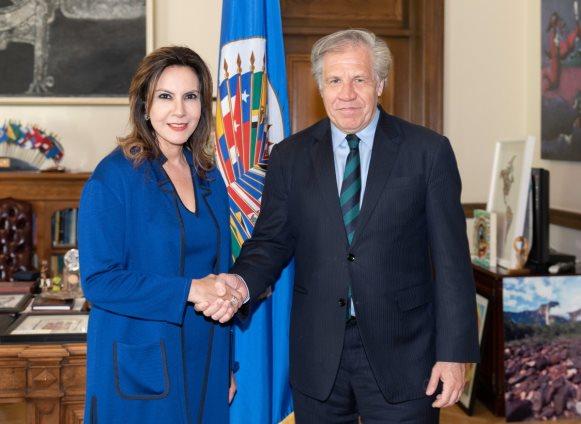 Zury Ríos durante la reunión con el secretario general de la OEA, Luis Almagro. (Foto Prensa Libre: @Almagro_OEA2015).