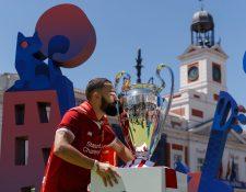 Los aficionados ya viven la final de la Champions en Madrid. (Foto Prensa Libre: Twitter @ChampionsLeague)