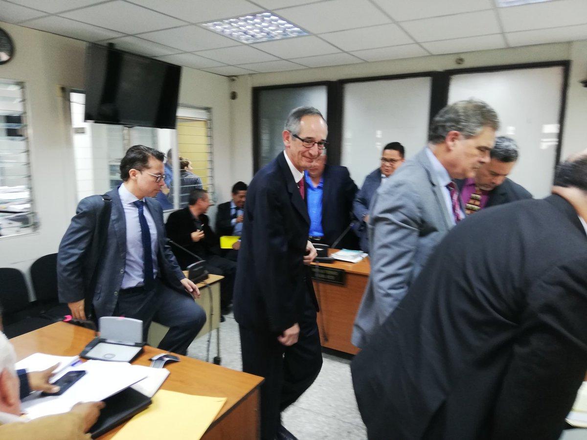 Juez Cojulún autoriza a Álvaro Colom y Fuentes Night viajar a EE. UU.