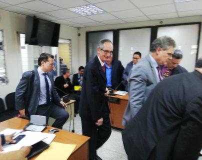 Álvaro Colom y Juan Alberto Fuentes Knight durante la audiencia. (Foto Prensa Libre: Keneth Monzón).