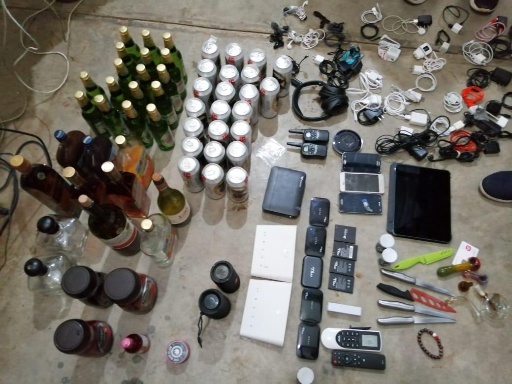 Licor, droga y más cosas: Qué encontraron en la cárcel Mariscal Zavala