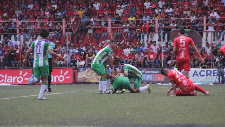 Así festejaron los jugadores de Antigua GFC en el Santa Lucía. (Foto Prensa Libre: Twitter @soyantiguagfc)