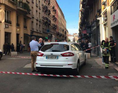 Calle donde ocurrió la explosión en Lyon, Francia. (Foto Prensa Libre: @prefetrhone).