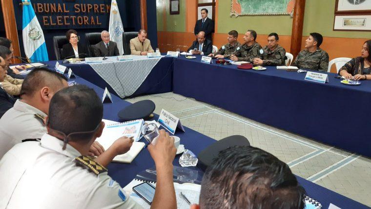 Autoridades instalaron la mesa de seguridad para las elecciones 2019. (Foto Prensa Libre: Dulce Rivera).