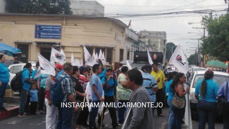 Salubristas se desplazaban en la zona 1 hacia el Congreso de la República. (Foto Prensa Libre: Amílcar Montejo).