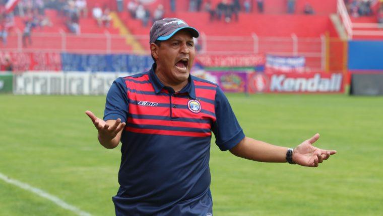 Walter Horacio González tendrá la oportunidad de diseñar el equipo según su filosofía de juego. (Foto Prensa Libre: Raúl Juárez)