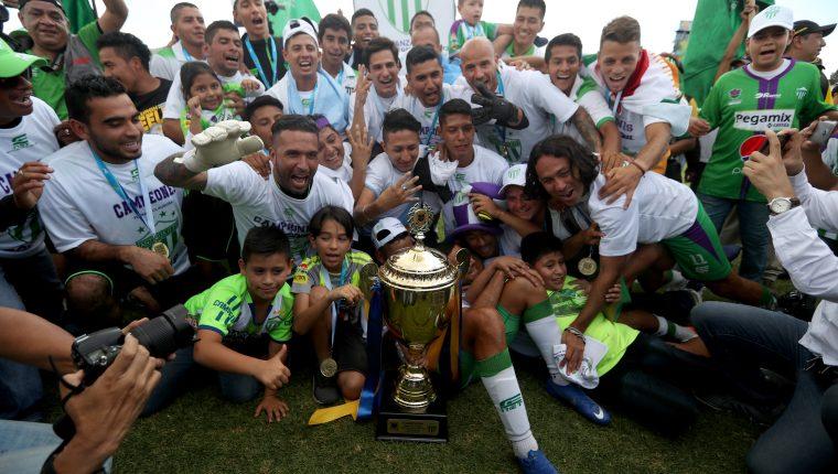 El equipo colonial es el actual monarca de la Liga Nacional. El pasado domingo conquistó su cuarto título desde que subió en la temporada 20014-2015. (Foto Prensa Libre: Carlos Vicente)