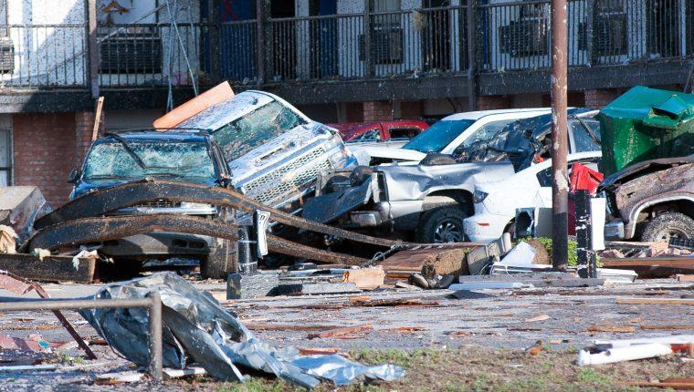 Una serie de mortales tornados devastan varias regiones de EE. UU. En Reno, Oklahoma. (Foto Prensa Libre: EFE)