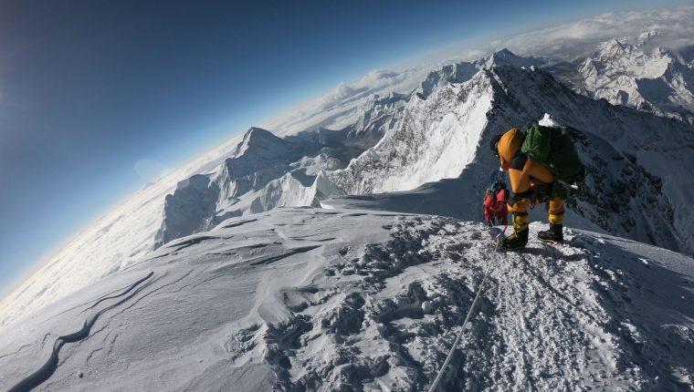 El Everest es el monte más alto del mundo y uno de los más visitados. (Foto Prensa Libre: AFP)