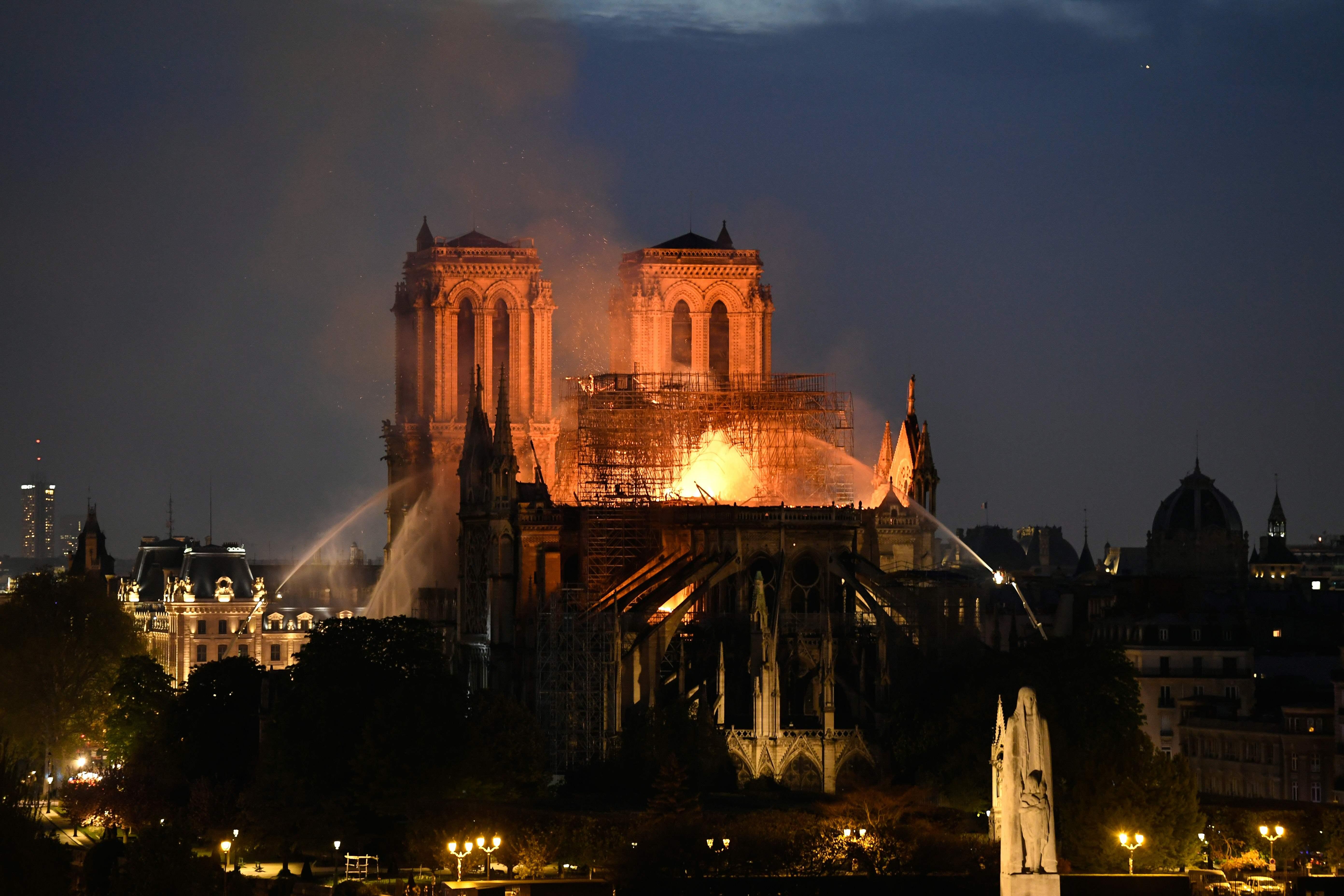 La catedral de Notre Dame, una joya arquitectónica, fue destruida por un incendio el pasado 15 de abril. (Foto Prensa Libre: AFP)