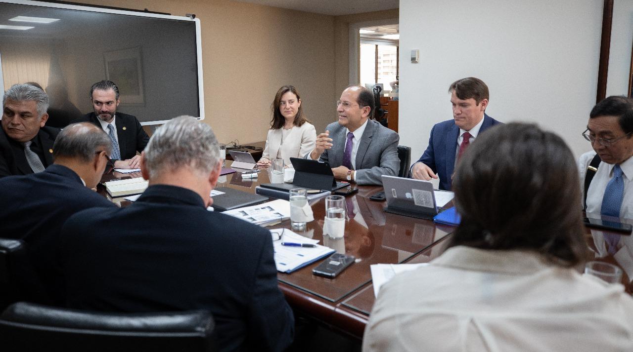 La misión del Fondo Monetario Internacional (FMI), que se encuentra en Guatemala, está encabezada por Esther Pérez Ruiz, quien sostuvo reuniones con autoridades del Ministerio de Economía. (Foto Prensa Libre: Cortesía Ministerio de Economía)