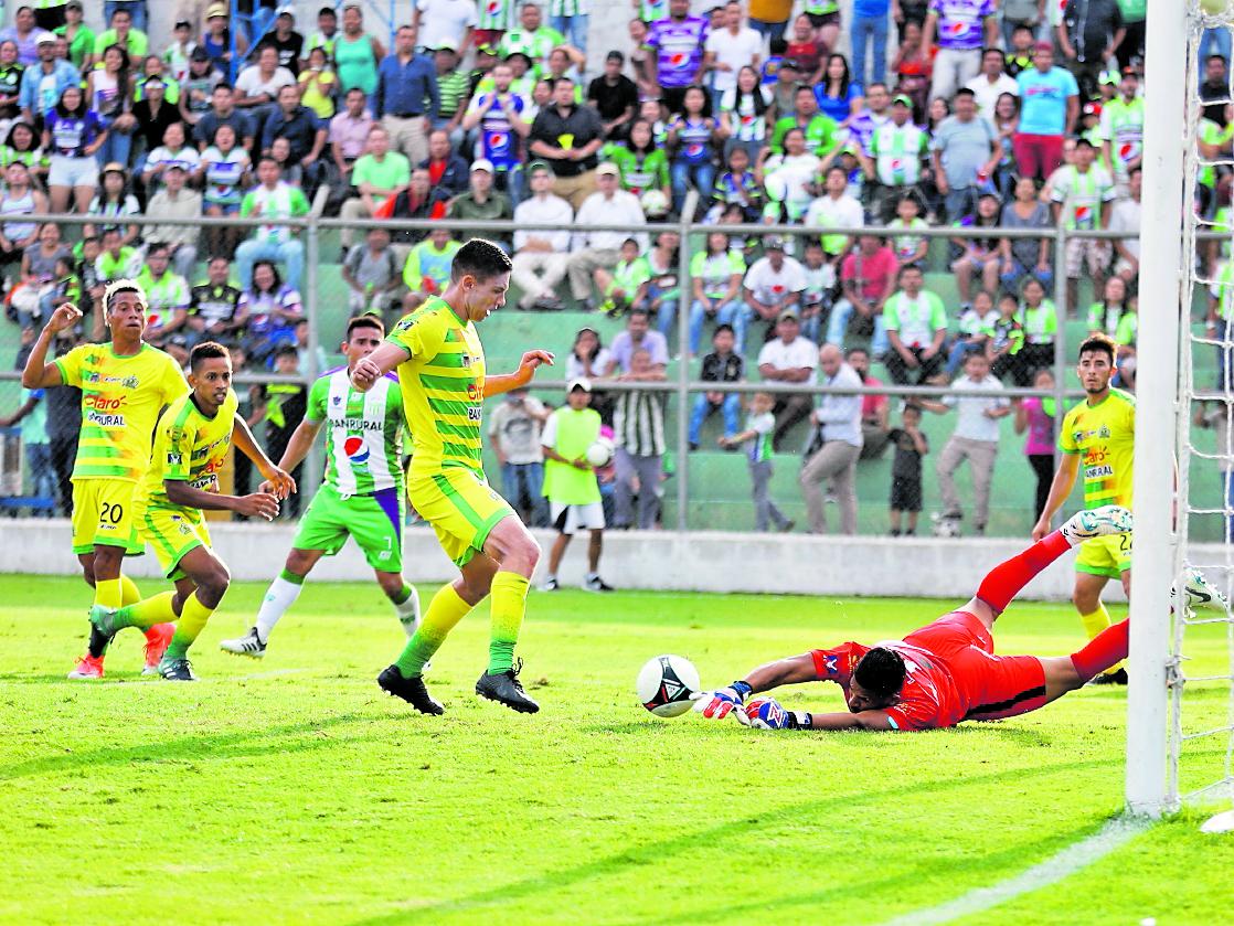 La rivalidad de Guastatoya y de Antigua GFC ha comenzado a crecer (Foto Prensa Libre: Edwin Fajardo)