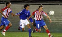 El 23 de febrero del 2012 Guatemala perdió 2-1 contra Paraguay en los Ángeles. Anotó por la Bicolor, Carlos Ruiz. (Foto Prensa Libre: Hemeroteca PL)