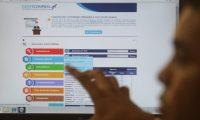 Carlos Dimitri, encargado del portal Guatecompras, sistema administrado por el Minfin, explica las diferentes funciones de búsqueda de información. (Foto, Prensa Libre: Hemeroteca PL)