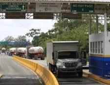 El traslado de mercancías en Centroamérica enfrentó severos retrasos en el primer día de la implementación del Duca. (Foto Prensa Libre: Hemeroteca PL)