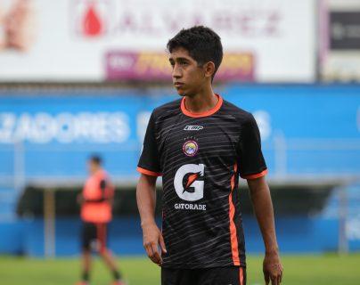 Édgar Macal suma 19 partidos en este torneo en las 21 jornadas. No tiene registro de goles hasta el momento. (Foto Prensa Libre: Raúl Juárez)