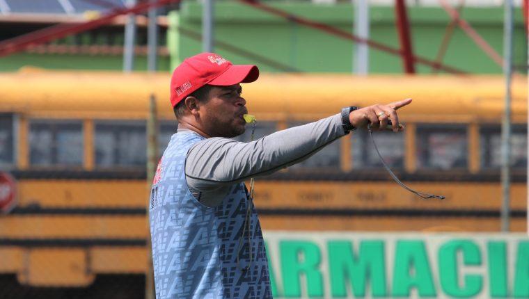 Ronald Gómez está en su tercer torneo consecutivo al frente de los toros y busca llegar a las semifinales. (Foto Prensa Libre: Raúl Juárez)