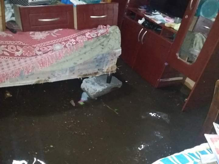 Una de las viviendas inundadas en Villa Nueva. (Foto Prensa Libre: Conred).