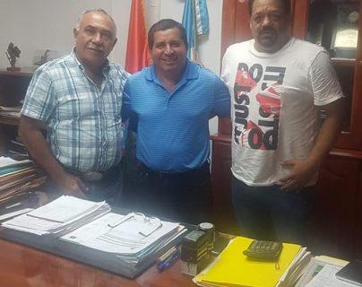 El técnico guatemalteco Juan Alberto Salguero y el preparador físico Mauricio Arrivillaga  serán ahora los nuevos encargados del barco de Iztapa, después de haber descendido a Chiantla (Foto Prensa Libre: Iztapa)