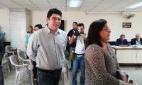 Julio Enrique José Rosales Morales, alias Exxesos, candidato a diputado por Visión con Valores, partido que ya pidió la anulación de la candidatura, escuchó los indicios para ser extraditado a Estados Unidos. (Foto Prensa Libre: Kenneth Monzón)