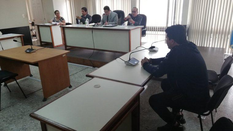 Julio Enrique José Rosales Morales, alias Exxcesos, compareció sin sus abogados en Tribunal. (Foto Prensa Libre: Kenneth Monzón)