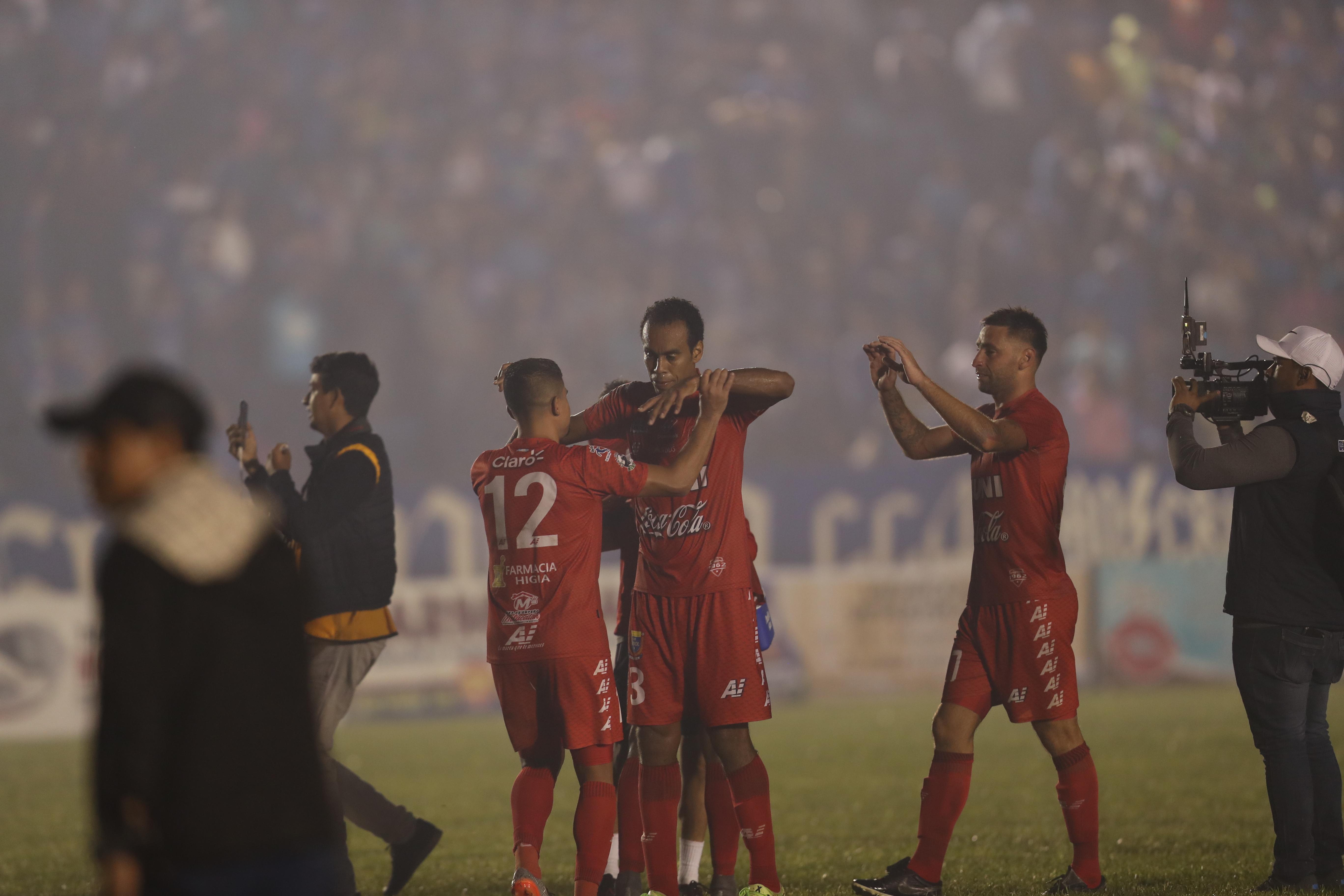 Fulminante golpe de Enzo Herrera casi al final del juego. Malacateco pasó a la final. (Foto Prensa Libre: Francisco Sánchez)
