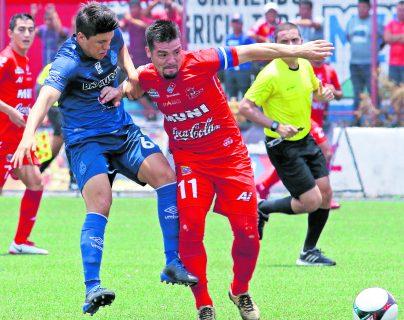 Malacateco y Municipal nivelaron 0-0 en el duelo de ida de la llave de acceso a semifinales, el jueves último, en el estadio Santa Lucía (Foto Prensa Libre: Raúl Juárez)