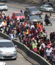 Marcha de la Dignidad a su paso por El Trébol. (Foto Prensa Libre: Erick Ávila).