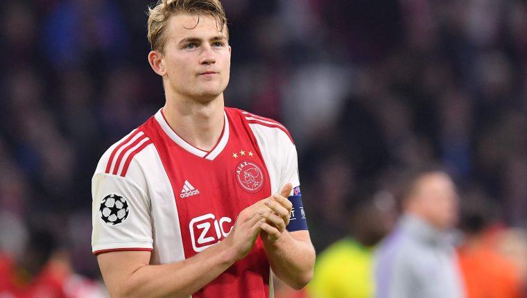 El defensa y capitán del Ajax, Matthijs de Ligt, es uno de los diamantes con los que cuenta el conjunto holandés. (Foto Prensa Libre: AFP)