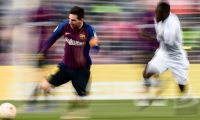 TOPSHOT - Barcelona's Argentinian forward Lionel Messi (L) runs with the ball during the Spanish League football match between Barcelona and Getafe at the Camp Nou Stadium in Barcelona on May 12, 2019. (Photo by Josep LAGO / AFP)