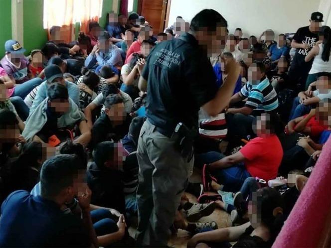 Los migrantes estaban hacinados en una vivienda de Ecatepec. (Foto: FGR)