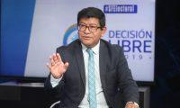 Benito Morales,  candidato presidenciable del partido Convergencia en el programa sin Filtro donde expone la de trabajo de Gobierno. (Foto Prensa Libre: Érick Ávila)