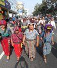 En la marcha participan autoridades ancestrales.