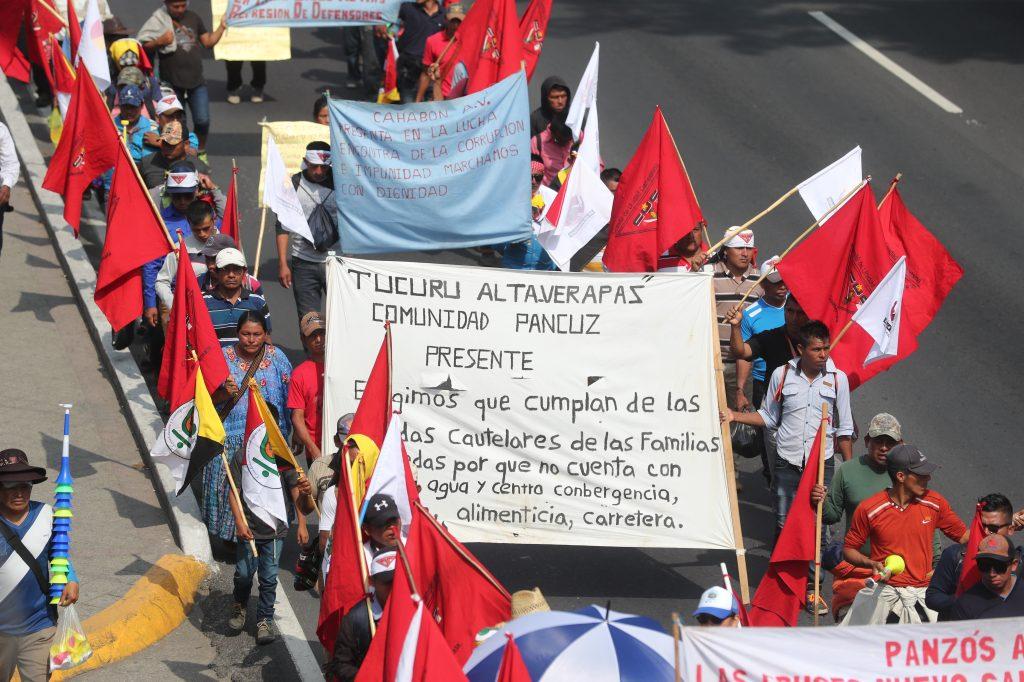 La marcha recorrió la Calzada Roosevelt, luego enfiló hacia el puente de El Trébol y llegó a la Avenida Bolívar.