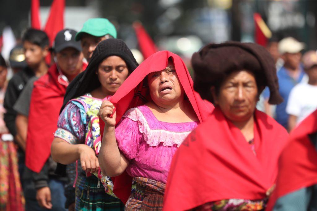 Varias mujeres participan en la movilización, la cual finalizara en la Plaza de la Constitución.