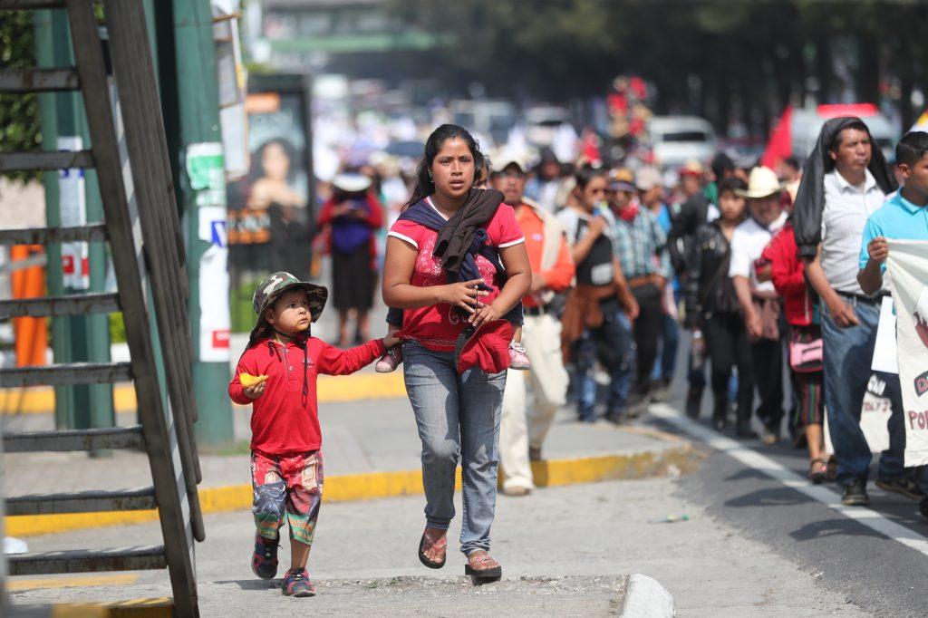 Cientos de kilómetros han caminado las personas para llegar a la capital.