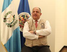El jefe de la misión electoral de la Organización de Estados Americanos (OEA) y expresidente de Costa Rica, Luis  Guillermo Solís en entrevista con Prensa Libre. (Foto Prensa Libre: Carlos Hernández Ovalle)