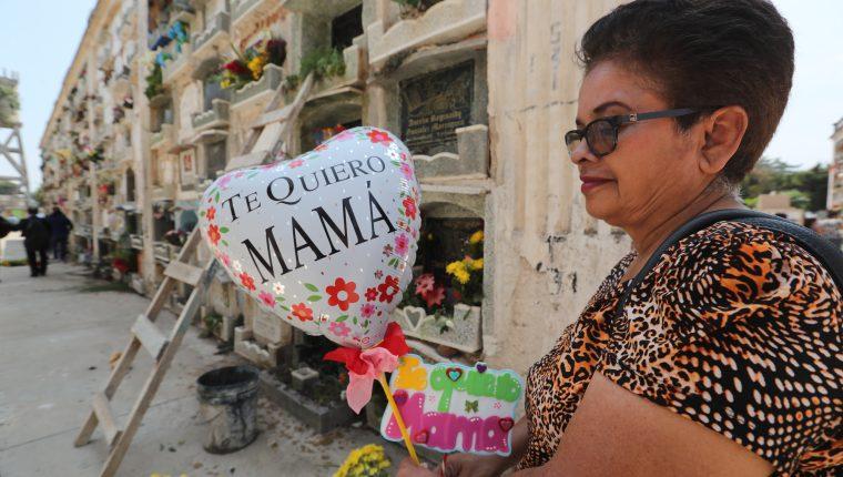 Hilda Fernandez, recuerda a su Mamá en este día muy especial.