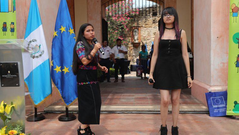 El grupo musical B'eyb'al participa en actividad realizada por la Unión Europea. (Foto Prensa Libre: Erick Ávila)