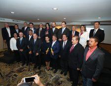 Candidatos a la presidencia y vicepresidencia durante la  firma de la Declaración de la Vida y la Familia. (Foto Prensa Libre: Esbin García)