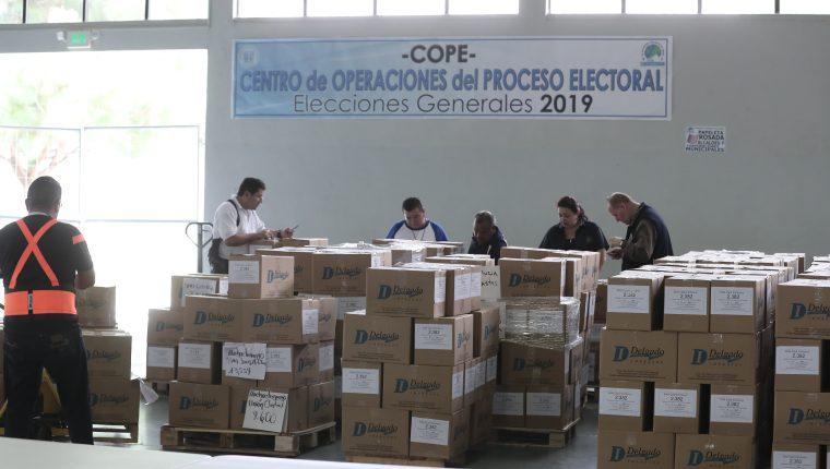 """El Tribunal Supremo Electoral (TSE) afina los últimos detalles para llevar a cabo el proceso de elecciones, pese a que críticos lo califican de """"negativo"""". (Foto Prensa Libre:  Juan Diego González)."""
