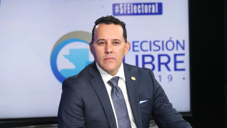 Carlos Calderón, candidato a diputado por el partido  Vamos, en el programa Sin Filtro Electoral. (Foto Prensa Libre: Erick Ávila)